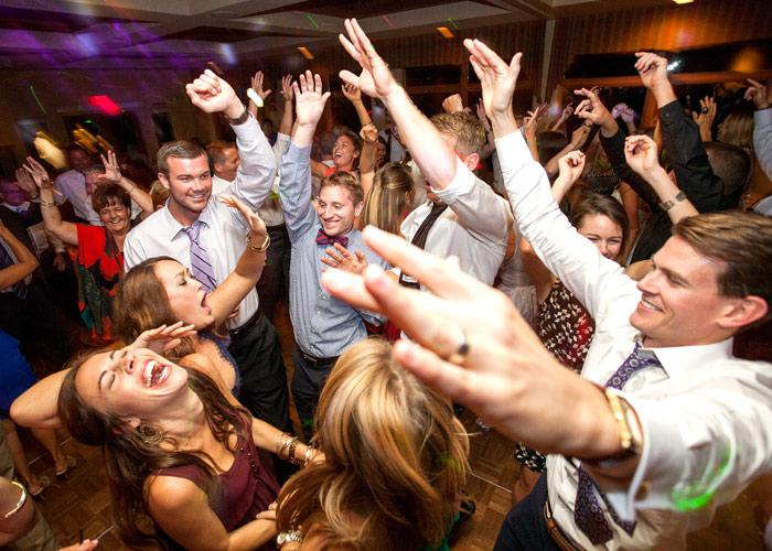 20 wedding songs that are surefire dance floor fillers