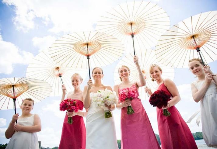 Les roses robes pour mariage et la robe blanche pour mariée