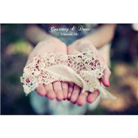 A Delicate Lace Wedding Day with a Touch of Babys Breath
