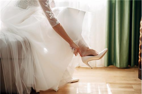 9b88e6370cd9 Choose the Shoe  4 Things to Keep in Mind When Picking Out Wedding Shoes